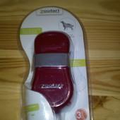 Удобная массажная щетка для вычесывания собак и кошек Zoofari Германия