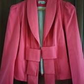 Красивый пиджак.В идеальном состоянии!!!!