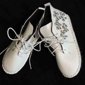 Біленькі чобітки демо