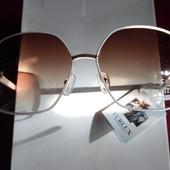 Стильные солнцезащитные очки в белой тонкой оправе. UV 400