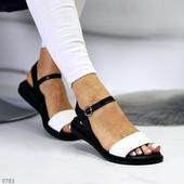 Женские кожаные босоножки на низком ходу Черно-Белые
