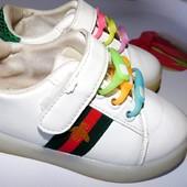 Шикарные кроссовки унисекс по стельке 15,5 см