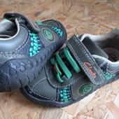 Кожаные кроссовки Clarks Stompo,размер 24-25,длина стельки 15 см