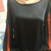Блузка синего цвета из штапеля( с бархатной нашивкой на рукаве) на L