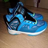 Новые кроссовки 34размер