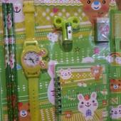 Классный набор для мальчиков и девочек с часами-лабиринтом. Много лотов)