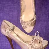 Босоножки туфли пудрового цвета большого размера 41 Guess