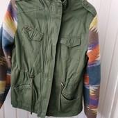 Шикарная курточка на теплой подкладке, М