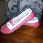 Красивые туфли на девочку.стелька кожаная-супинатор.размер -33.