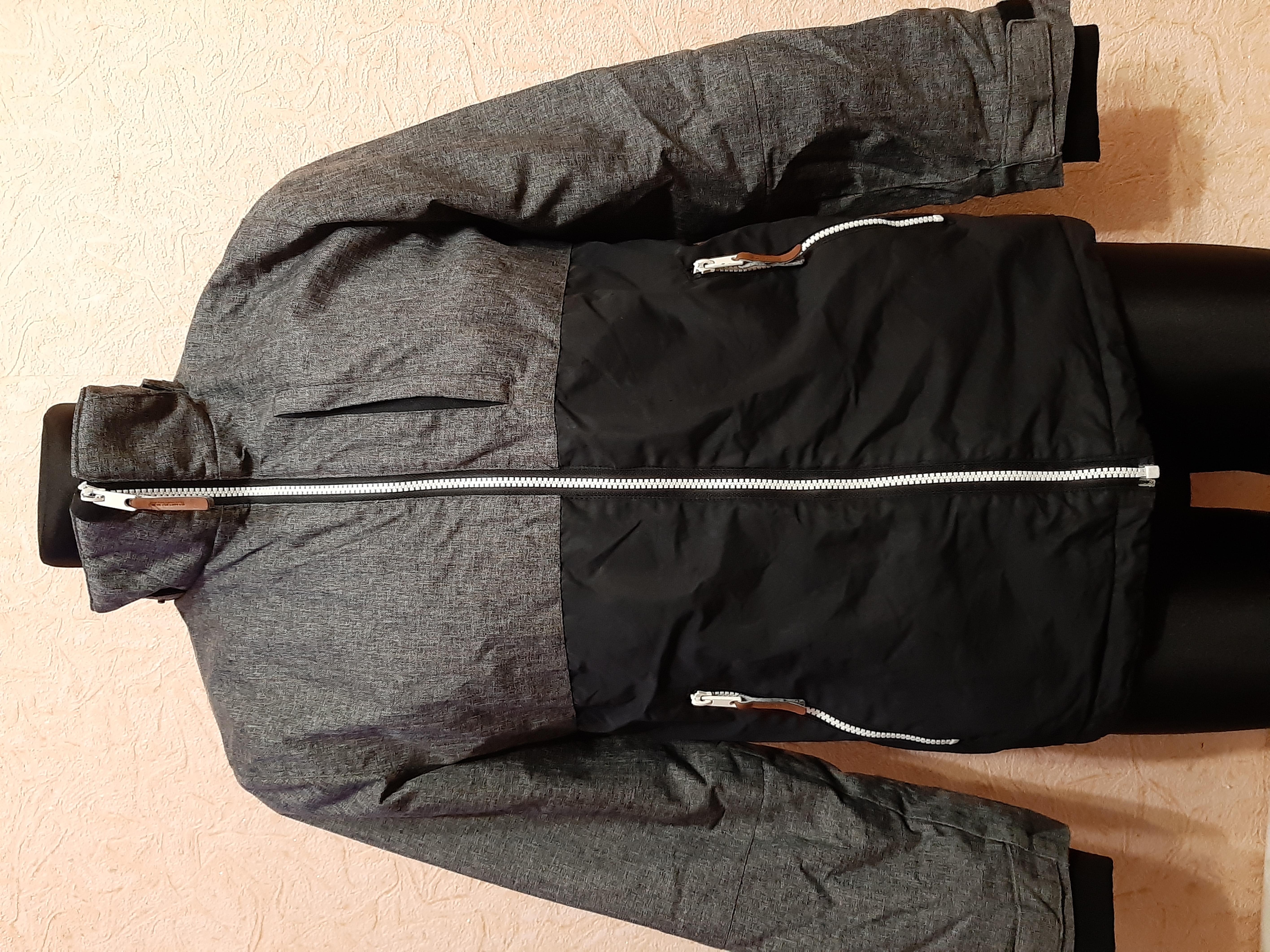 Куртка Деми на рост 164,на 13-14 лет,фирмы H&M,утепленная на флисе