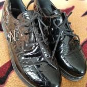 Классные лакированные туфли в отличном состоянии, р36, стелька 23,5см