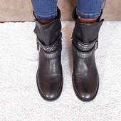 чорні ботинки в ідеальному стані рр 41/27.3