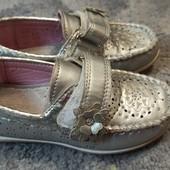 Красивые удобные туфельки 28 р. Состояние идеальное