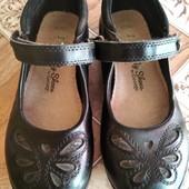 Фирменные кожаные туфельки, р28, стелька 17см,в отличном состоянии.