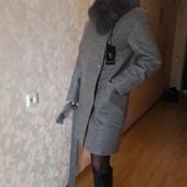 Фирменное шерстяное пальто с натуральным мехом р. с-м Vladlen
