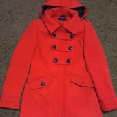 Красивое красное пальто на размер XS-S