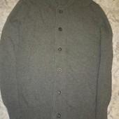 Теплый шерстяной свитер на пуговицах