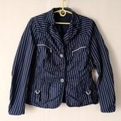 Приглашаю на шоппинг! Крутой пиджак в полоску в идеальном состоянии