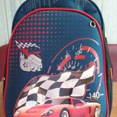 Рюкзак для хлопчика з яскравим малюнком.