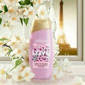 Крем гель для душа Love in Bloom невесомая и утонченная ода лепесткам цветов жасмина!!