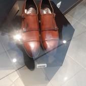 Натуральный замша снаружи и кожа внутри туфли, лоферы (фото 1 с бутика в котором покупали)обуты 3 р