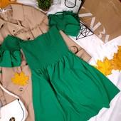 Зеленое красивое платье с открытыми плечами с воланами на рукавах