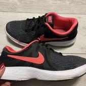 Отличные кроссовки Nike оригинал 38 размер стелька 24 см